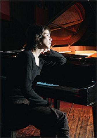 La pianista chilena Carmen Paz actuó en Jimmy Glass