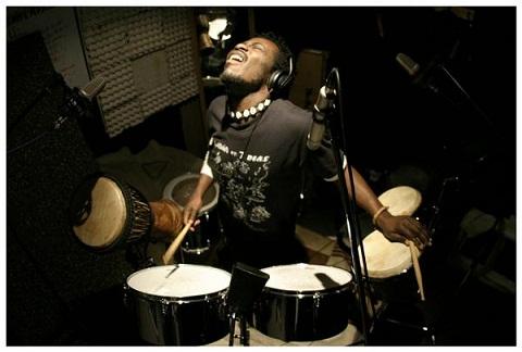 Kuami Mensah & Afro Latin Reggae Band en el Instituto Francés de Valencia